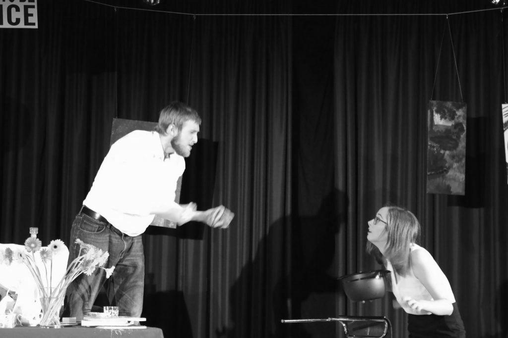 """Inszenierung von """"Der Gott des Gemetzels"""" im Juli 2015."""