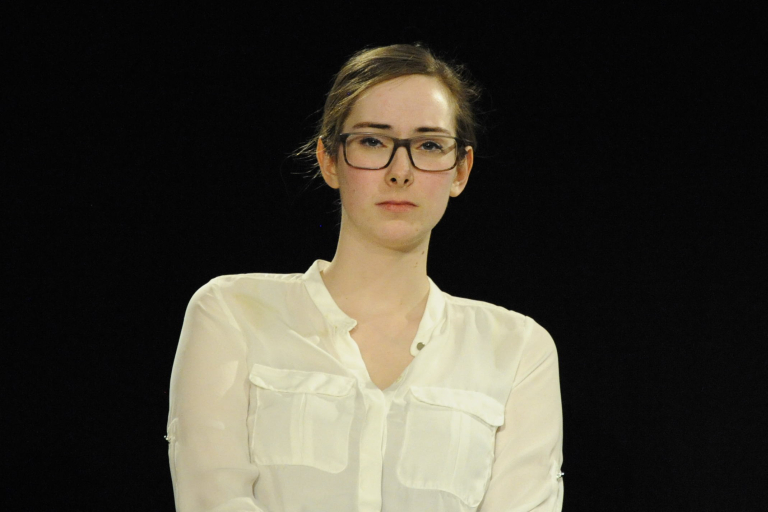 "Laura Spillner als Annette Rilke in ""Der Gott des Gemetzels"""