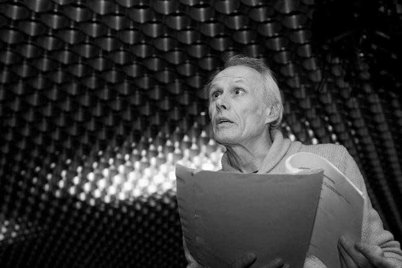 Franz Eggstein bei der Regie im Amateurtheater.